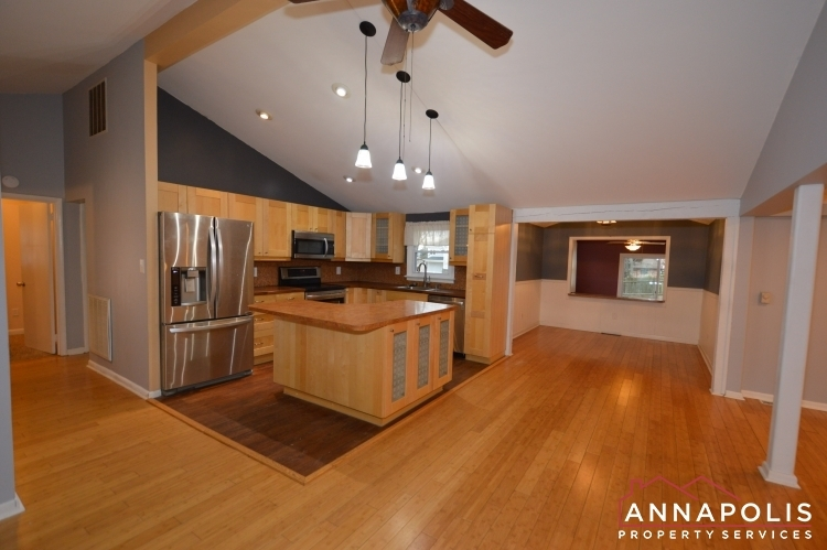 1066-broadview-drive-id997-kitchen-and-dining-b(1)