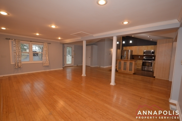 1066-broadview-drive-id997-living-and-kitchen(1)