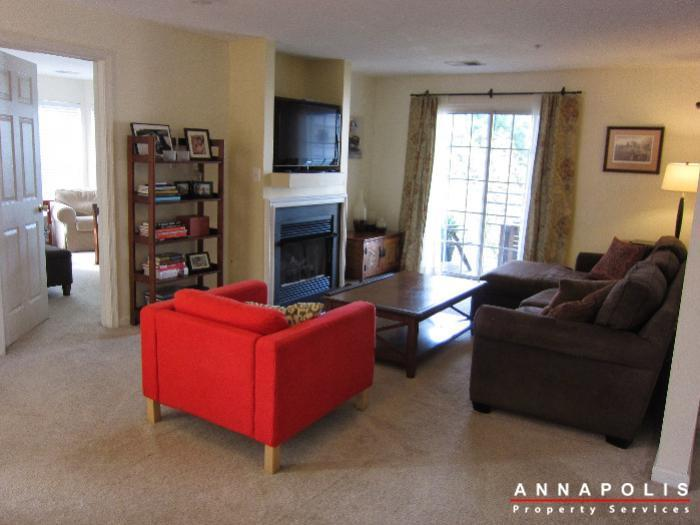 2016-gov-thomas-bladen-way-204-id652-living-room-b