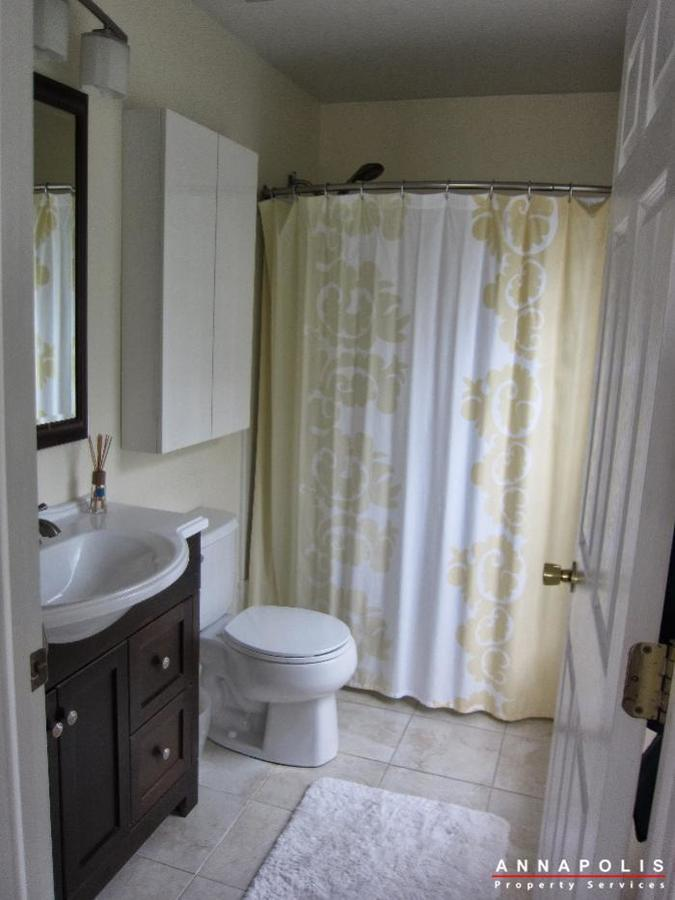 2016-gov-thomas-bladen-way-204-id652-bathroom-1a