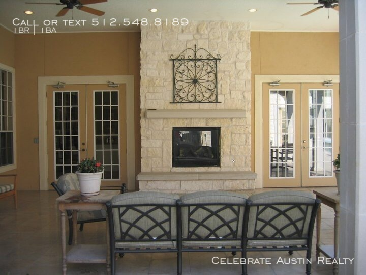 Outdoor_patio_fireplace