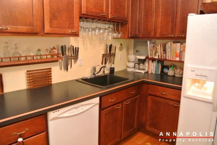 206-e-victor-parkway-id650-kitchen-a