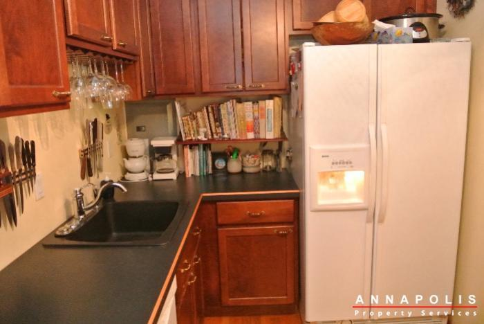 206-e-victor-parkway-id650-kitchen-b