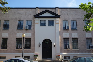 Front_of_building