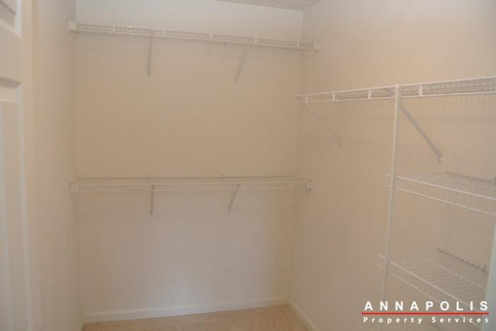 653-burtons-cove-way-7-id657-master-closet