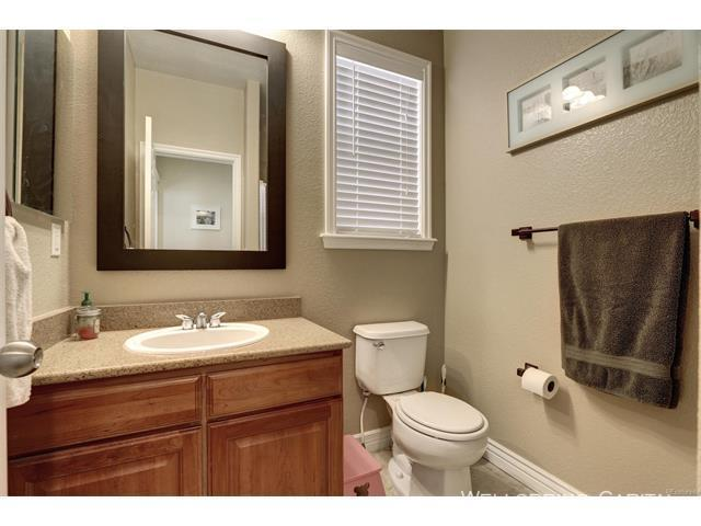 10924 main floor guest bath