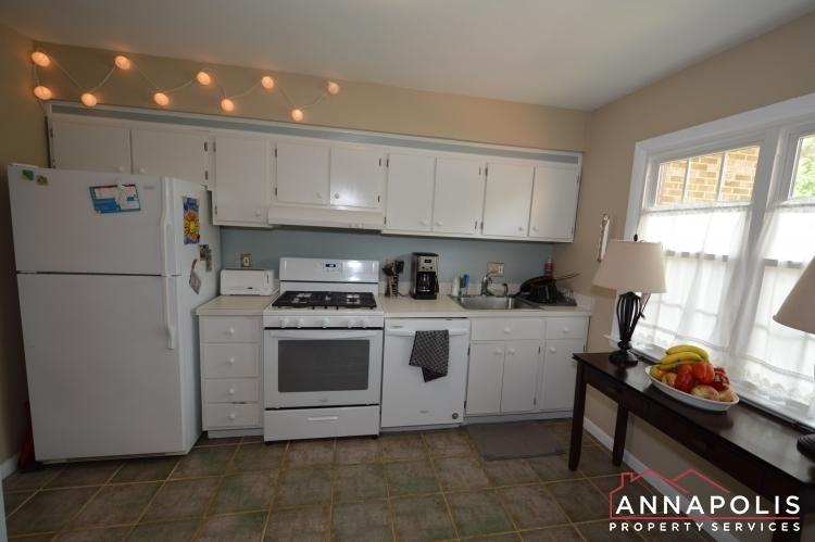 90-dewey-drive-id1013-kitchen-b(4)