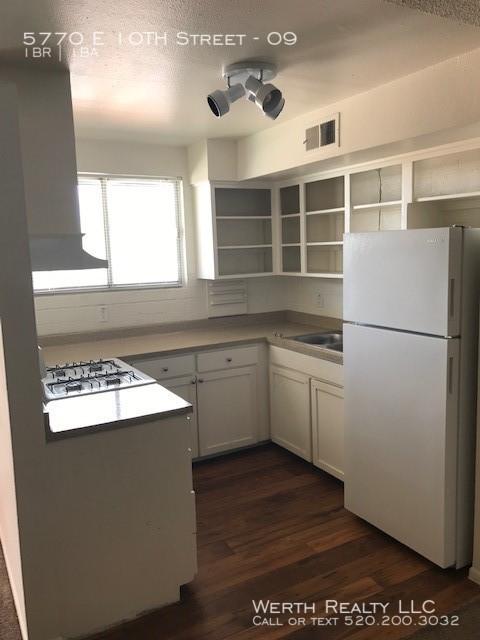 5770_18__kitchen