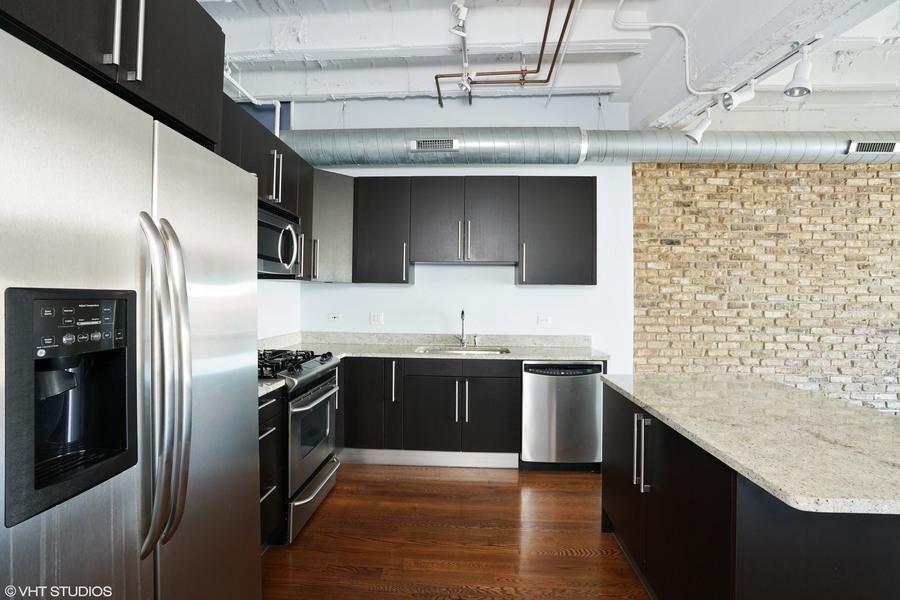 05_1927nmilwaukee_unit303_177_kitchen_hires