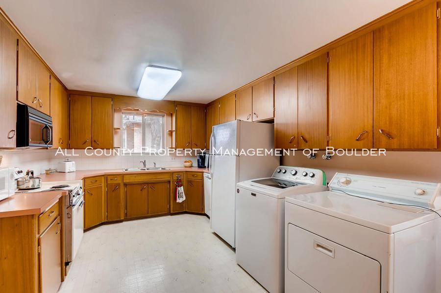 1242_sumner_st_longmont_co-large-010-14-kitchen-1500x998-72dpi