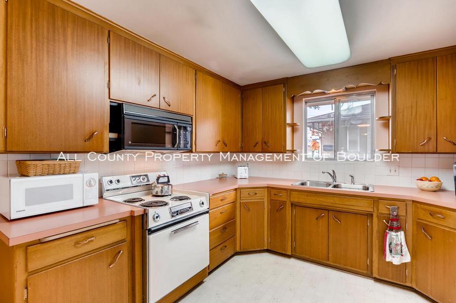 1242_sumner_st_longmont_co-large-012-12-kitchen-1500x998-72dpi