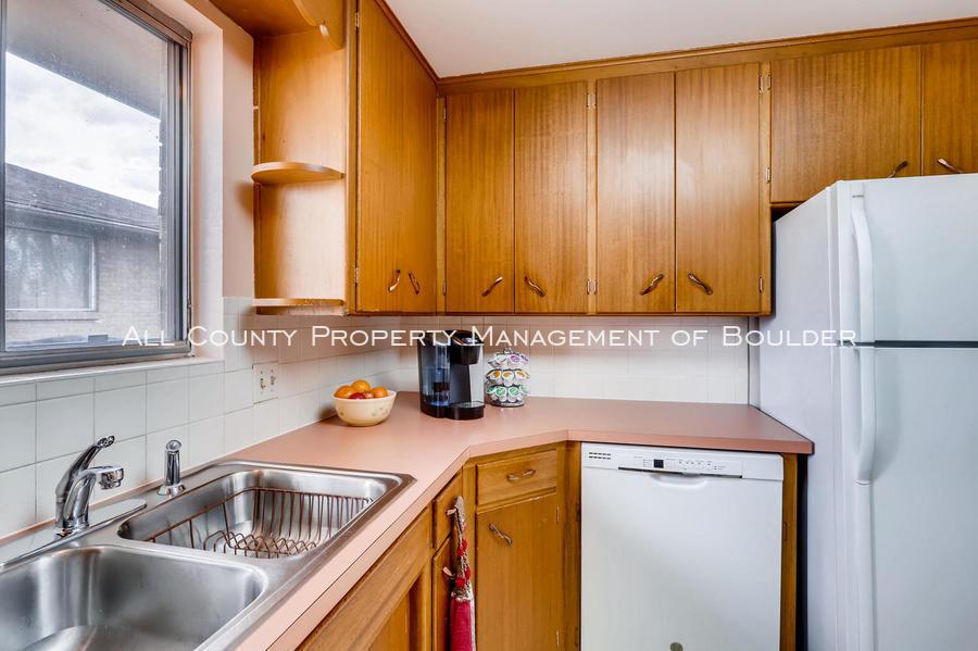 1242_sumner_st_longmont_co-large-013-19-kitchen-1500x998-72dpi
