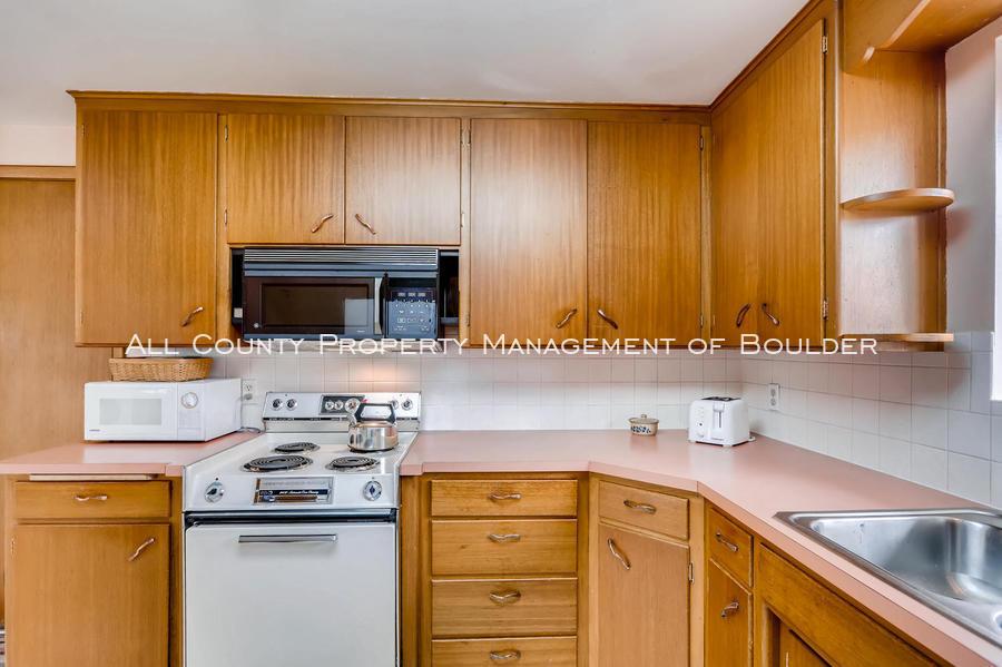 1242_sumner_st_longmont_co-large-015-13-kitchen-1500x998-72dpi