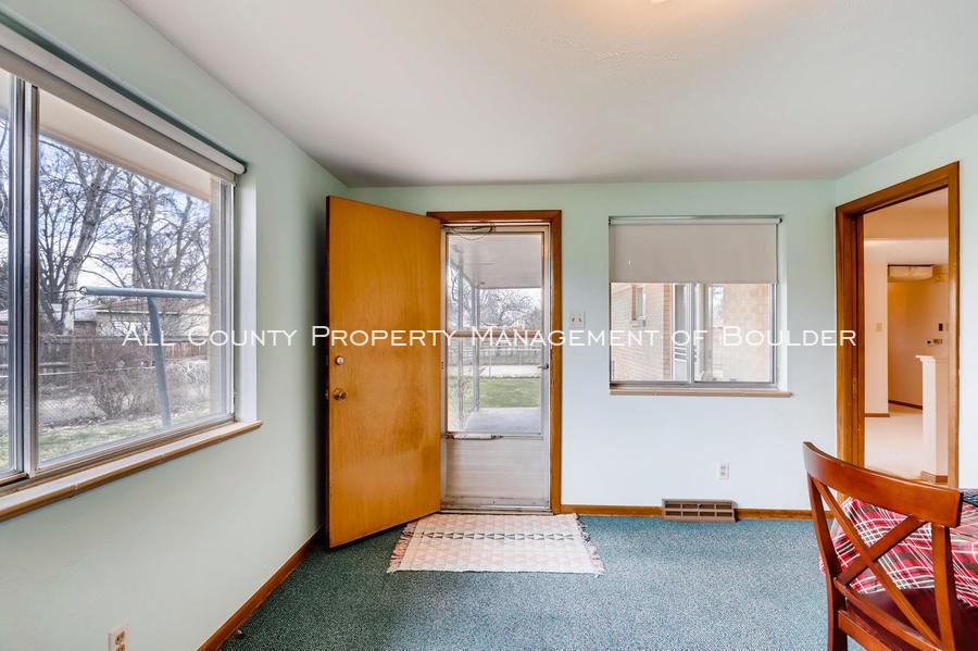1242_sumner_st_longmont_co-large-018-15-family_room-1500x998-72dpi