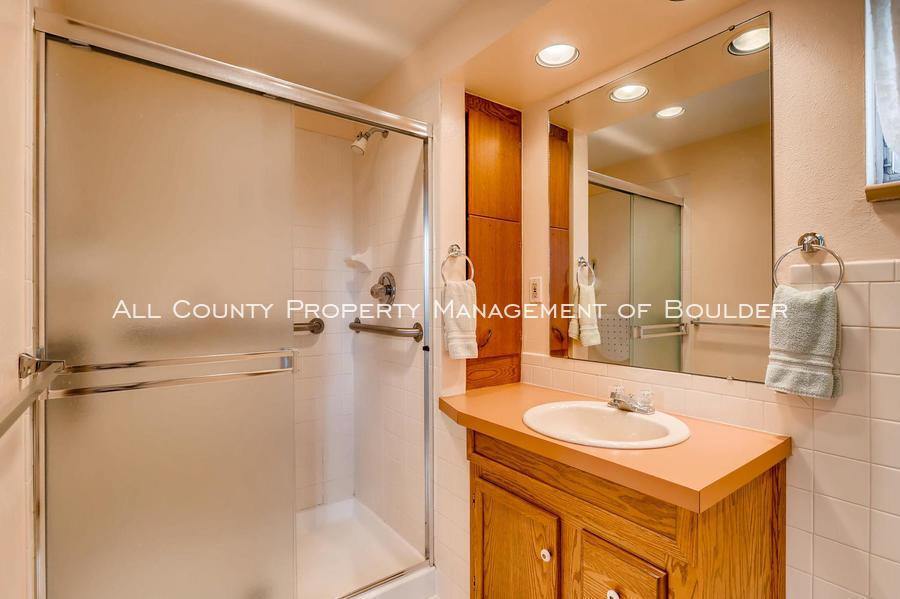 1242_sumner_st_longmont_co-large-030-27-bathroom-1500x998-72dpi