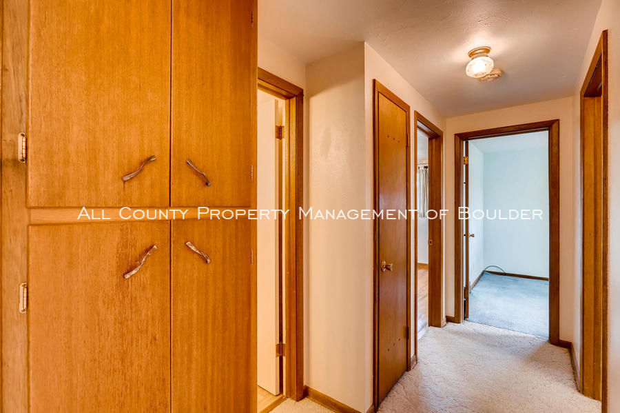 1242_sumner_st_longmont_co-large-031-26-hallway-1500x998-72dpi