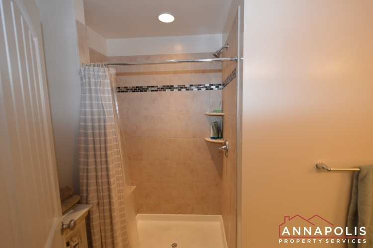 537-kenmore-rd-id1032-master-shower(2)