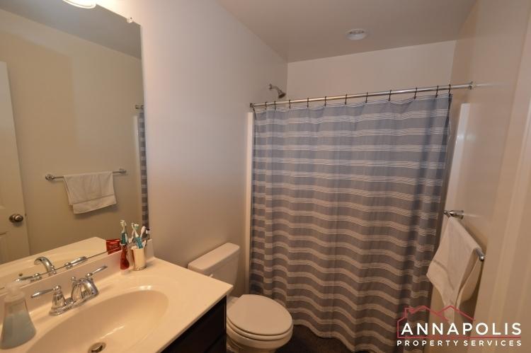 537-kenmore-rd-id1032-main-bathroom