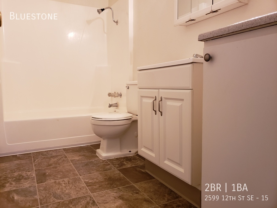 3_-_bathroom