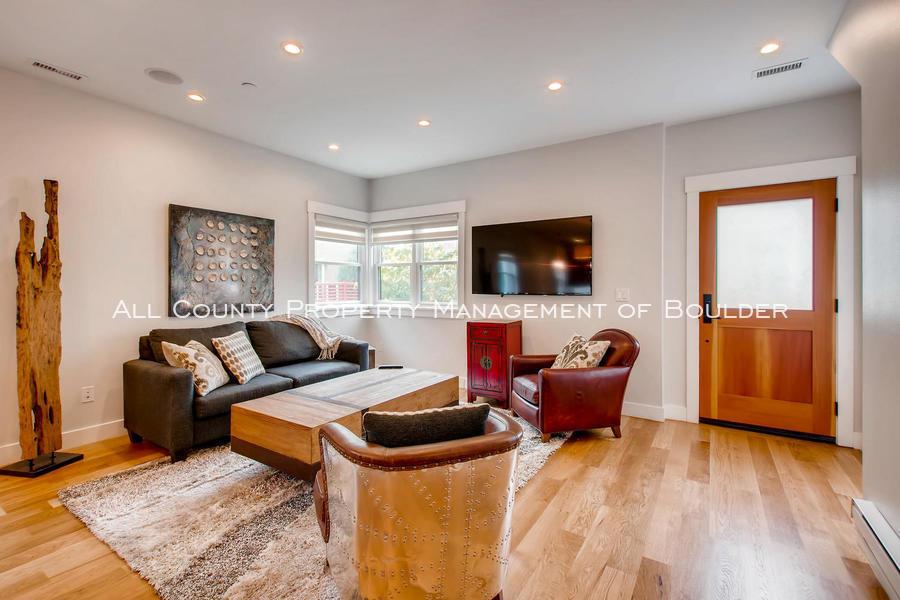 2056_walnut_st_a_boulder_co-large-004-6-living_room-1500x1000-72dpi