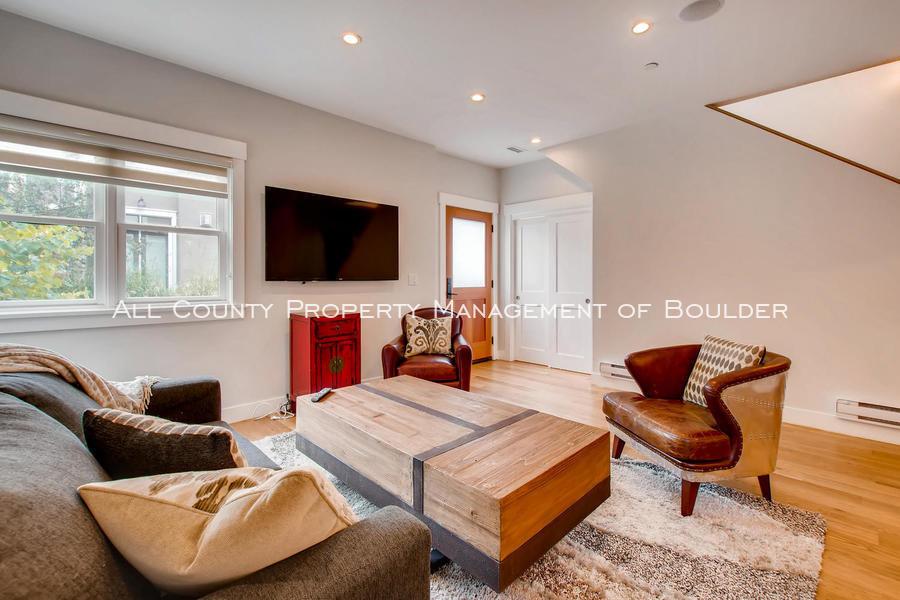 2056_walnut_st_a_boulder_co-large-007-11-living_room-1500x1000-72dpi