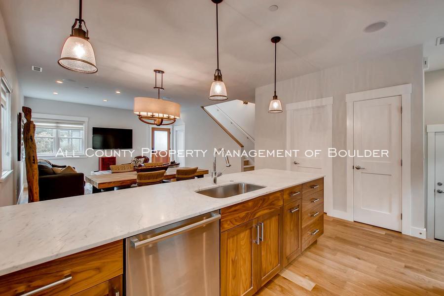 2056_walnut_st_a_boulder_co-large-012-13-kitchen-1500x1000-72dpi