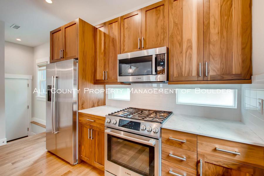 2056_walnut_st_a_boulder_co-large-013-19-kitchen-1500x1000-72dpi