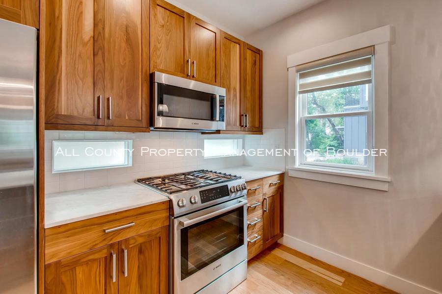 2056_walnut_st_a_boulder_co-large-014-26-kitchen-1500x1000-72dpi