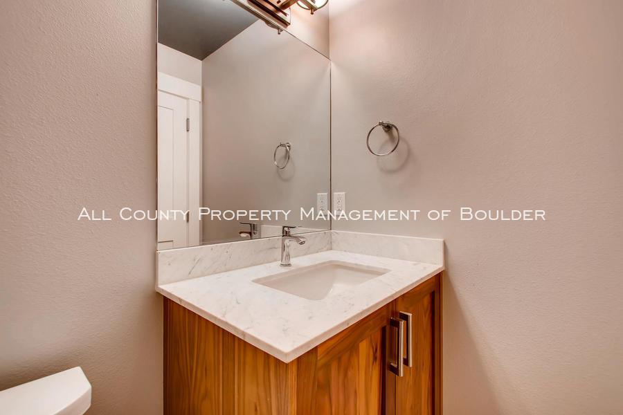 2056_walnut_st_a_boulder_co-large-015-8-powder_room-1500x1000-72dpi