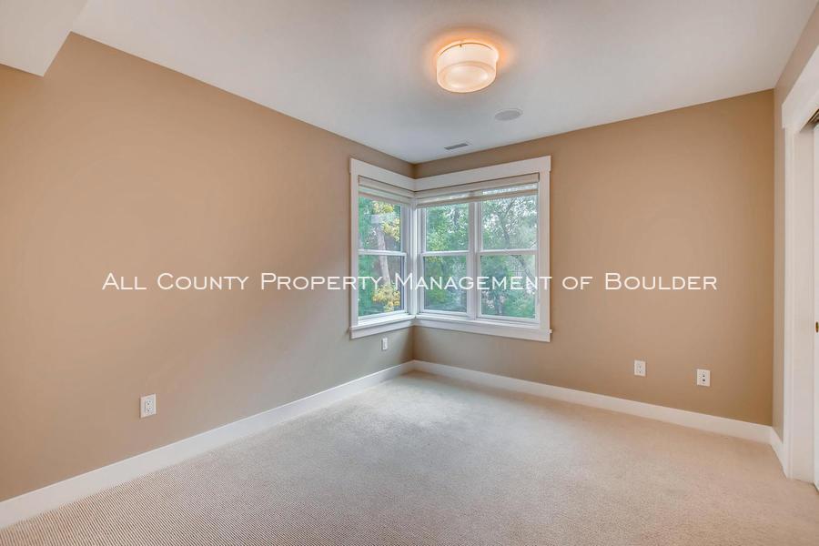 2056_walnut_st_a_boulder_co-large-016-14-2nd_floor_bedroom-1500x1000-72dpi