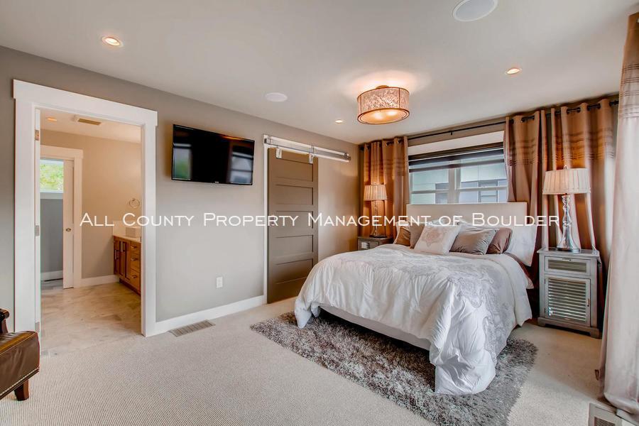 2056_walnut_st_a_boulder_co-large-020-7-3rd_floor_master_bedroom-1500x1000-72dpi