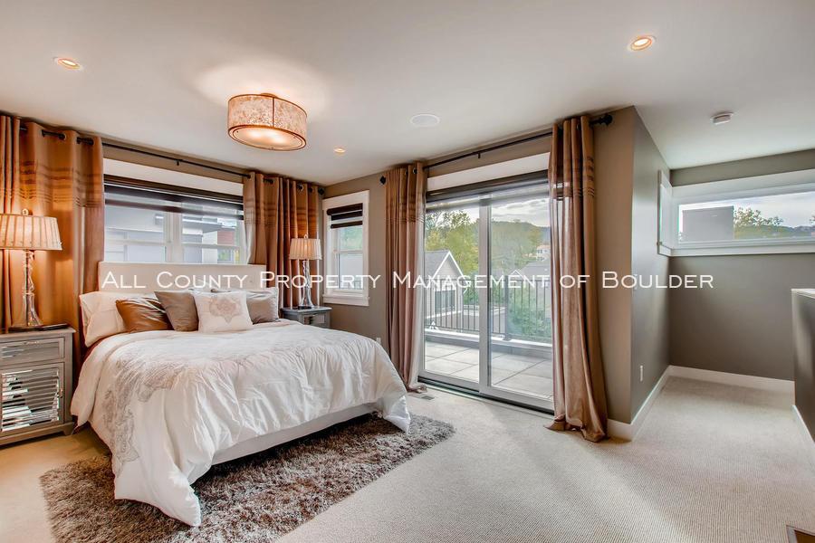 2056_walnut_st_a_boulder_co-large-021-9-3rd_floor_master_bedroom-1500x1000-72dpi