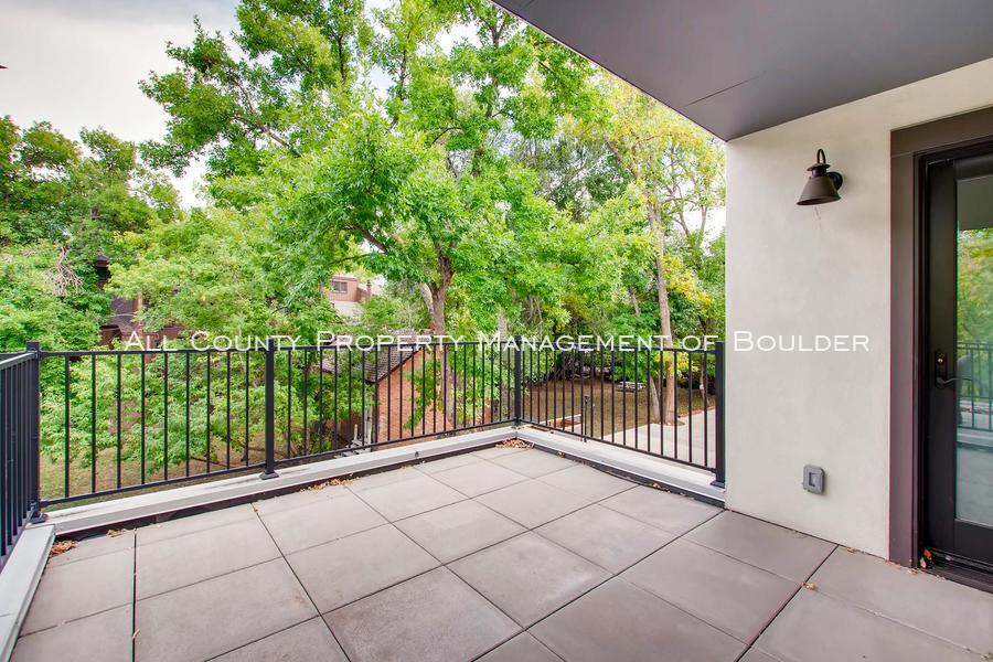 2056_walnut_st_a_boulder_co-large-025-17-balcony-1500x1000-72dpi