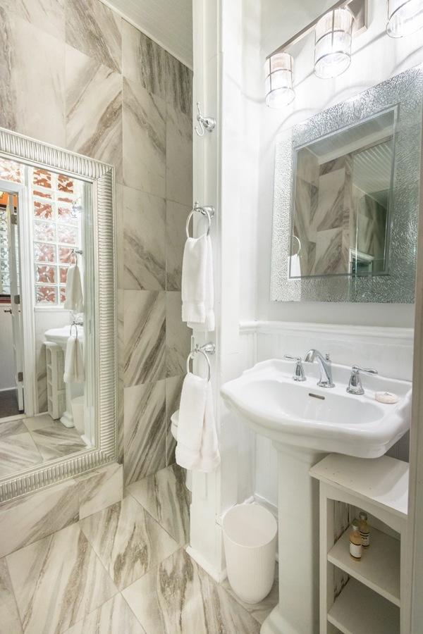Apt_b_bathroom__2a
