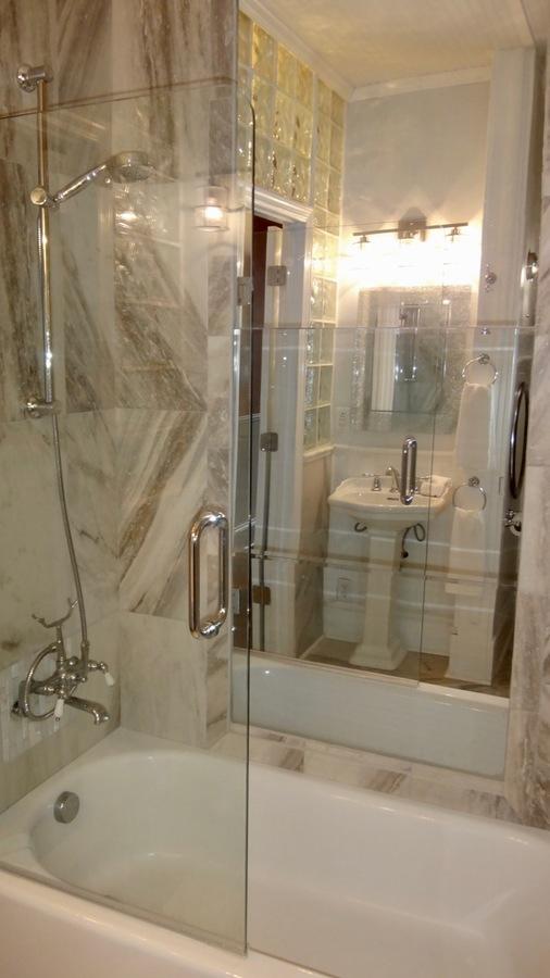 Apt_b_bathroom__2b