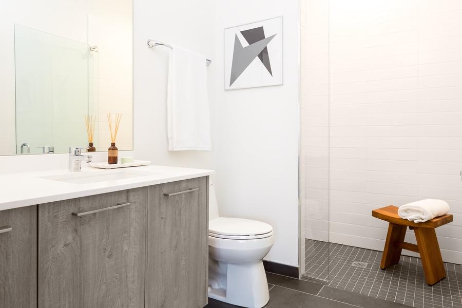 17883408_17217676_7_single_bathroom
