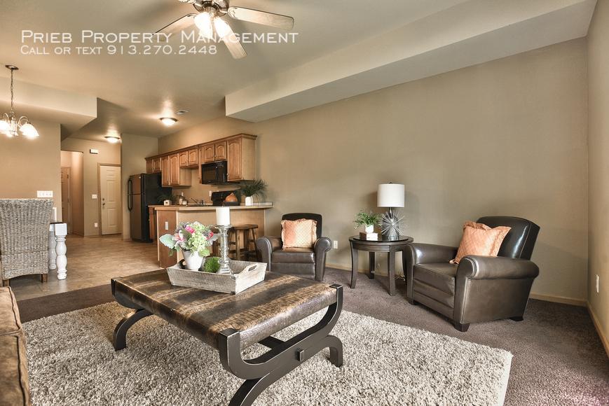 10 living room from left
