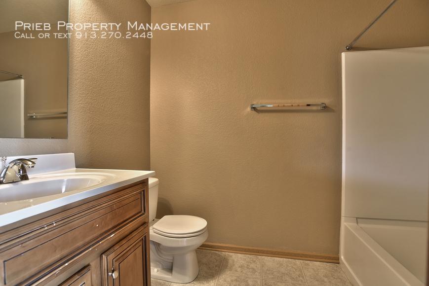 18 seconday bathroom