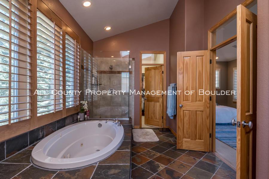 601_wingate_ave_boulder_co-large-014-012-master_bathroom-1499x1000-72dpi