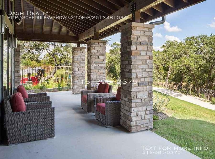Coveredbridge-amenity-exterior-outdoor-living-room