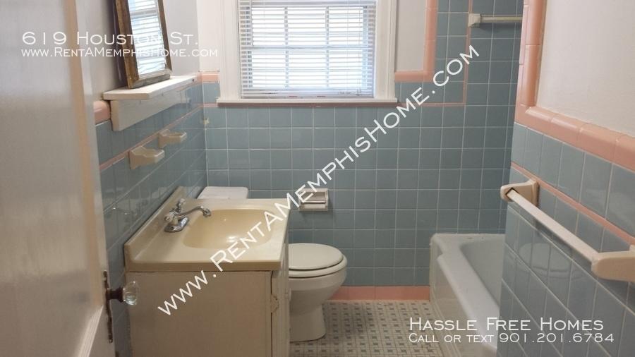 619 houston   hall bath