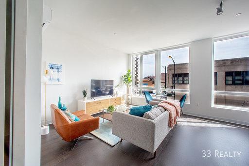 Am1980   living room