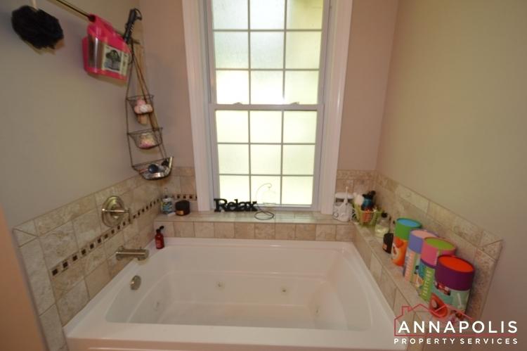 816-maple-road-id1054-master-bath-tub