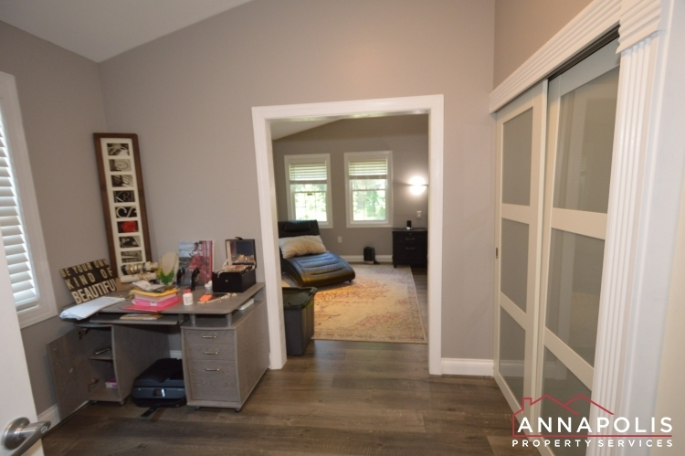 816-maple-road-id1054-master-drerssing-room-a