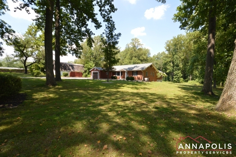 816-maple-road-id1054-front-yard-a
