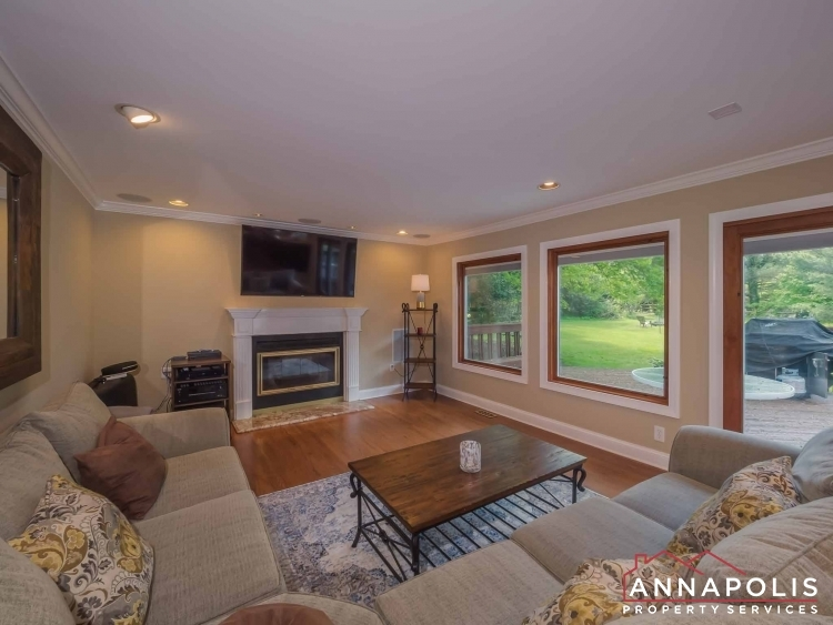 5-somerset-court-id1055-family-room-e