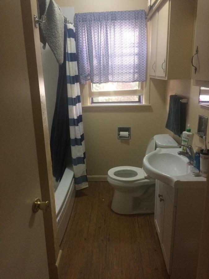 1614-1_bathroom