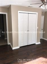 Picture_of_bedroom_closet
