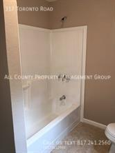 Side_view_of_bathroom