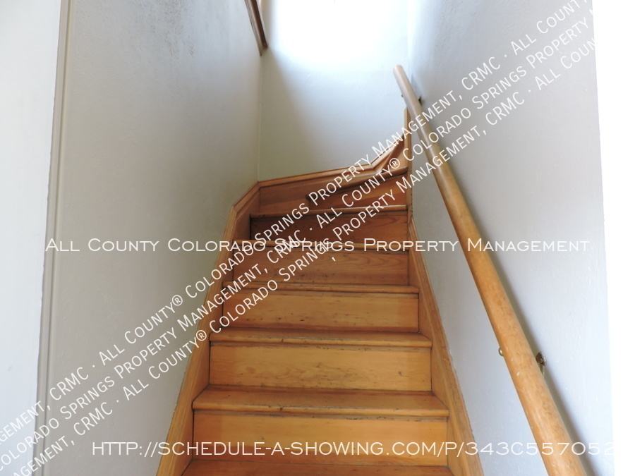 Room_for_rent_near_colorado_college-back_staircase